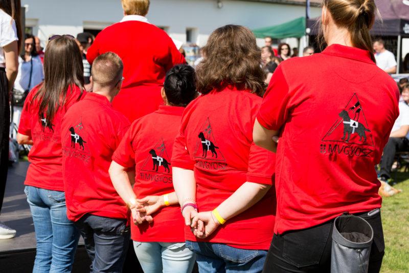 Csoportkép önkéntesekkel