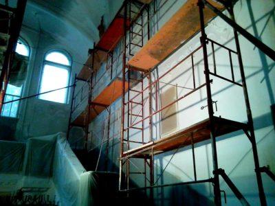 kép:Sipeki Villa Aula rész festése állvánnyal