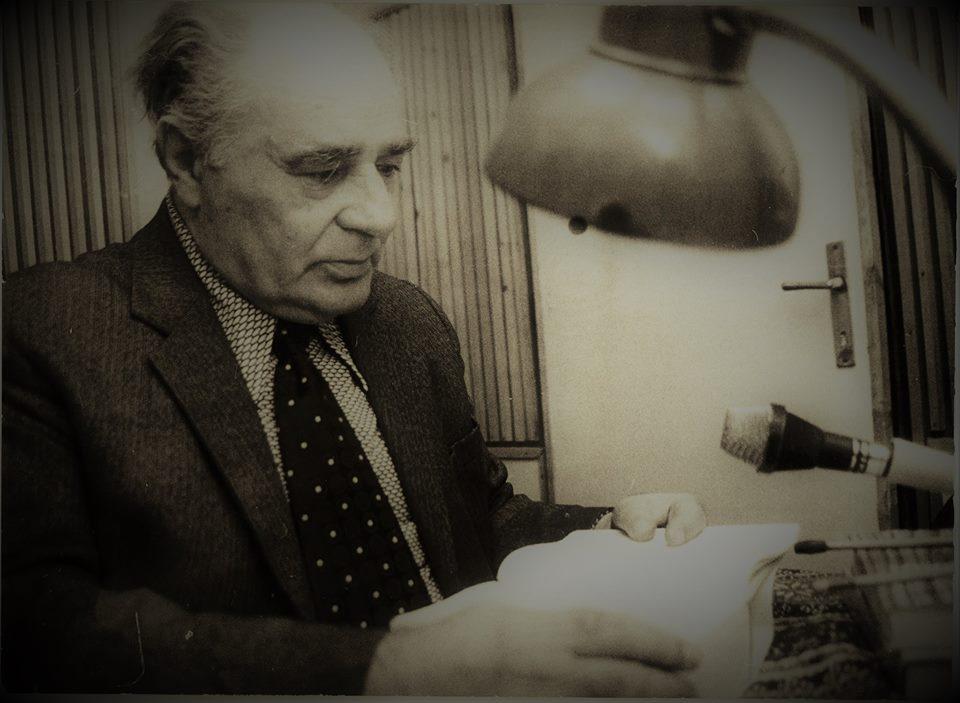 Kép: BodorTibor éppen felolvass egy hangoskönyvet